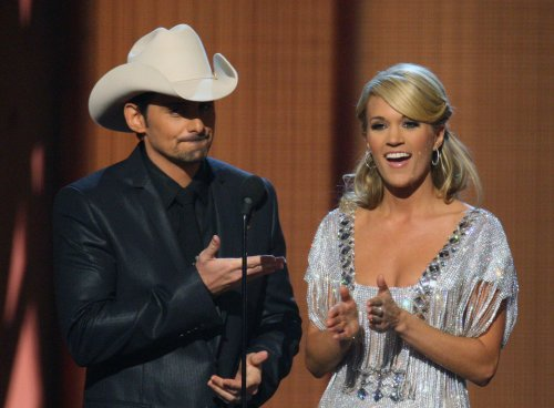 Swift named CMA entertainer of the year