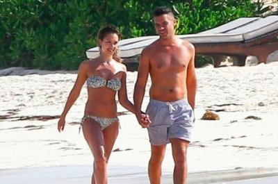 Jessica Alba spotted with husband Cash Warren during beach vacation in Mexico