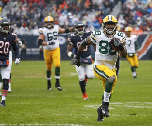 Green Bay Packers RBs Aaron Jones, Ty Montgomery out with injuries vs. Chicago Bears