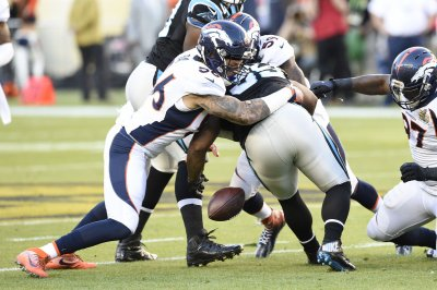 Denver Broncos linebacker Shane Ray avoids fourth wrist surgery