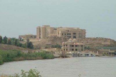 Iraqi forces, allies push forward to take back Tikrit