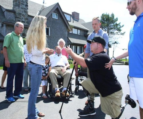 Wounded vet proposes to girlfriend in George H.W. Bush's home