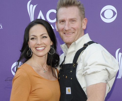 Joey Martin Feek to release new album with husband Rory despite hospice care