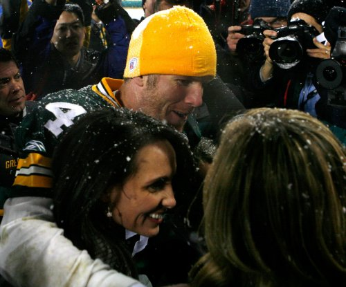 Hall ceremony: Deanna Favre to introduce Brett Favre Aug. 6