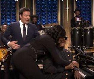 Stevie Wonder surprises Michelle Obama on 'Tonight Show'