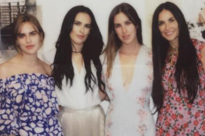 Demi Moore poses with lookalike daughters at wedding