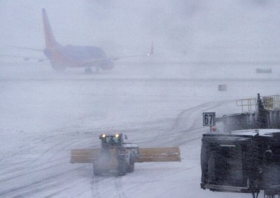 Thousands of U.S. flights delayed, canceled by winter storm