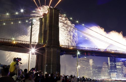 Brooklyn Bridge white flag mystery possibly solved