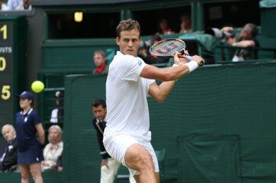 Vasek Pospisil upsets No. 1 Andy Murray at Indian Wells