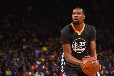 Who needs Steph Curry? Kevin Durant lifts Golden State Warriors