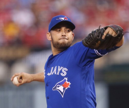 Toronto Blue Jays sign pitcher Marco Estrada to one-year, $13M extension