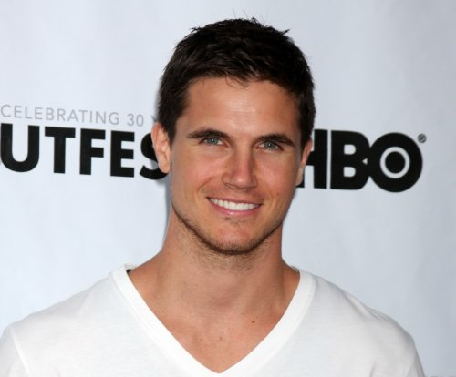 Robbie Amell, Lauren Ambrose join 'The X-Files'