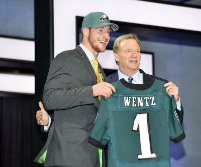Eagles plan a redshirt, sideline year for new QB Carson Wentz