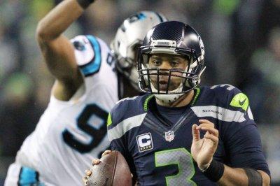 Carolina Panthers re-sign DE Wes Horton to 2-year pact