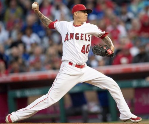 Short memory helps Los Angeles Angels pitcher Jesse Chavez come back to beat Toronto Blue Jays