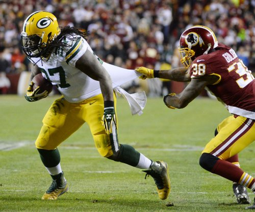 Being under weight by 2 pounds earns Seattle Seahawks' Eddie Lacy $55,000 bonus