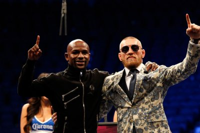 Floyd Mayweather has giant portrait of Conor McGregor