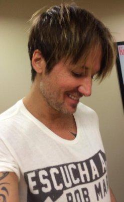 Keith Urban cuts his hair