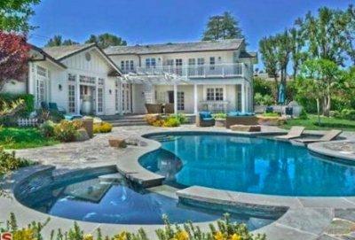 Selena Gomez sells Tarzana home for $3.4M