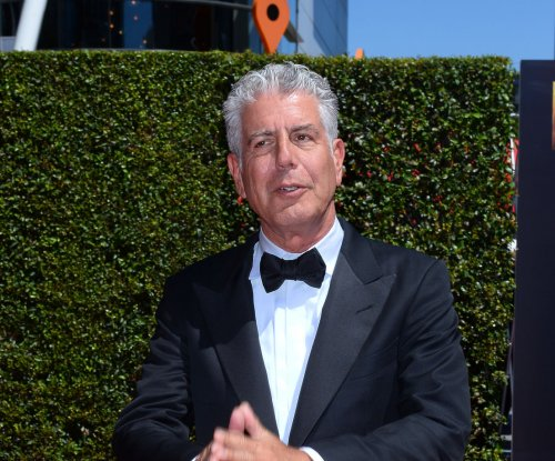 Anthony Bourdain dishes on fellow celeb chefs, says Ina Garten 'can actually cook'