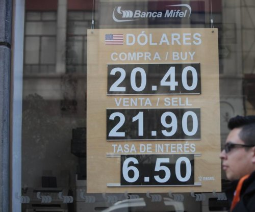 Mexican bank moves to shore up slumping peso