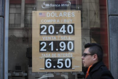 Mexican bank moves to shore up slumping peso