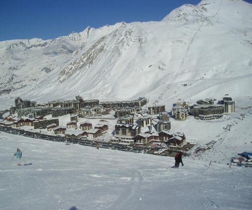 Avalanche strikes busy ski resort in the French Alps