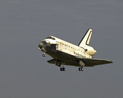 Space shuttle to move to its launch pad