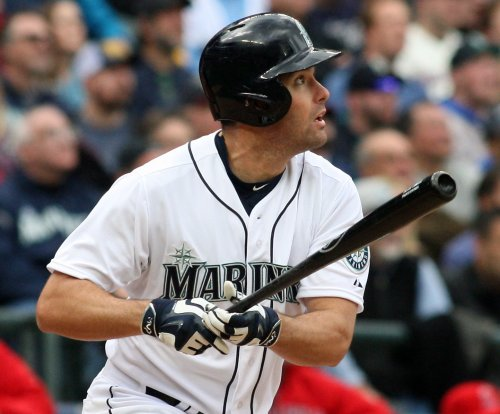Seattle Mariners avoid sweep in Boston