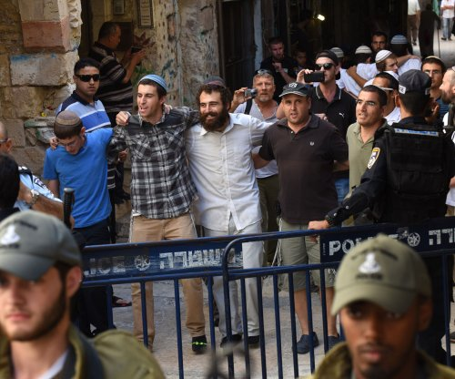 Palestinians, Israeli security clash at al-Aqsa Mosque