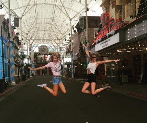 Blake Lively, Taylor Swift hang out in Australia