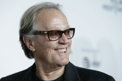 Peter Fonda apologizes for tweet aimed at Trump's 12-year-old son