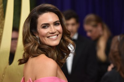 Mandy Moore cuts Ecuador trip short due to food poisoning