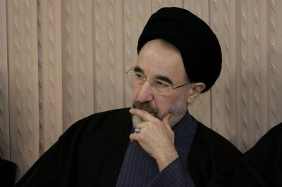 Khatami withdraws from race in Iran