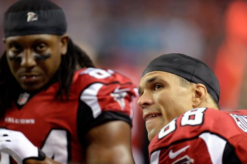 Tony Gonzalez in; Marino, Sharpe out of CBS NFL show