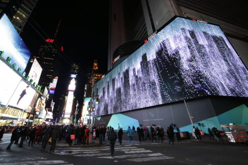 Giant, eight-story digital billboard goes live in Times Square