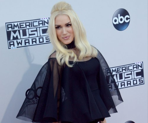 Gwen Stefani reportedly watches Blake Shelton concert via Facetime