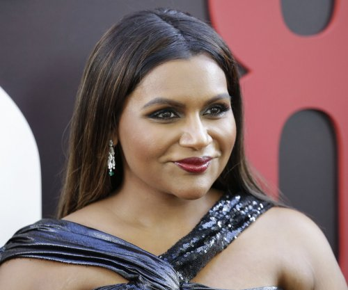 Mindy Kaling visits 'It's Always Sunny' set ahead of Season 13