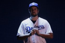 Reigning NL Cy Young winner Trevor Bauer signing with Dodgers