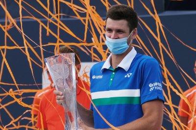 Hubert Hurkacz beats Jannik Sinner to win Miami Open men's tennis title