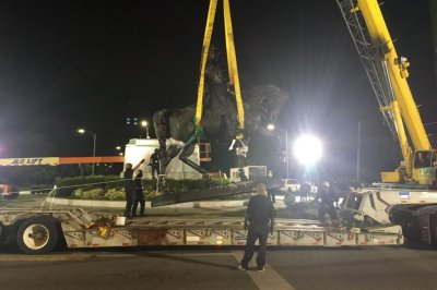 New Orleans removes statue of Confederate Gen. P.G.T. Beauregard