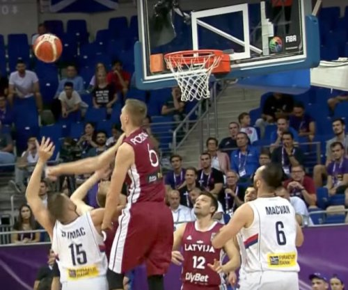 Kristaps Porzingis: New York Knicks star blocks shot, hits 3, goes in for dunk for Latvian squad