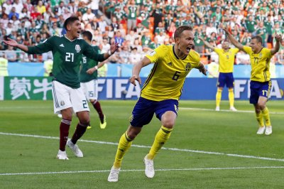 World Cup: Sweden erupts in 3-0 win vs. Mexico, both advance