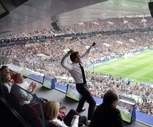 World Cup: Emmanuel Macron jumps on table, screams in front of Vladimir Putin