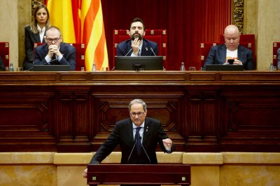 Catalan president seeks independence vote by 2021