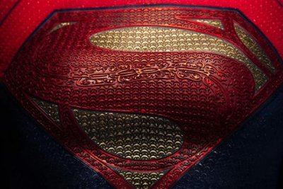 'Flash' movie director Andy Muschietti gives first look at Supergirl costume