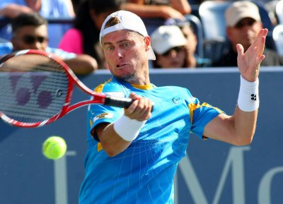 Hewitt beats Federer for Brisbane International title