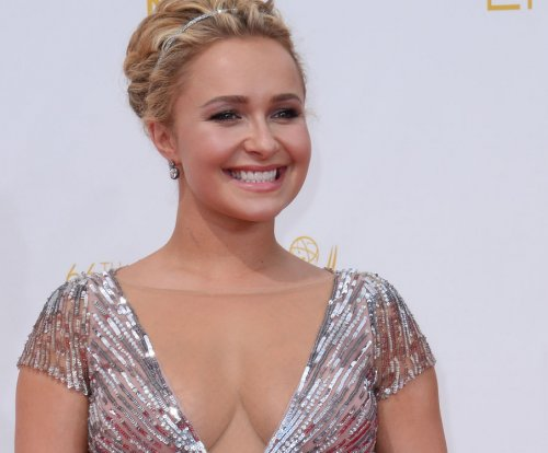 Hayden Panettiere enters treatment for postpartum depression