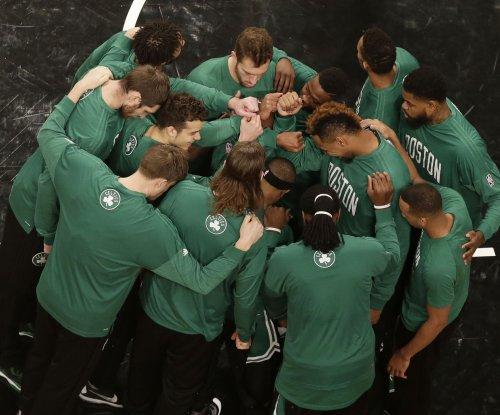 Isaiah Thomas paces Boston Celtics in rout of Orlando Magic