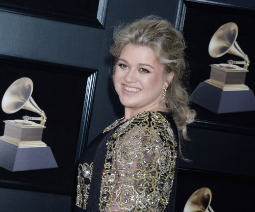 Kelly Clarkson, Little Big Town to sing at the ACM Awards